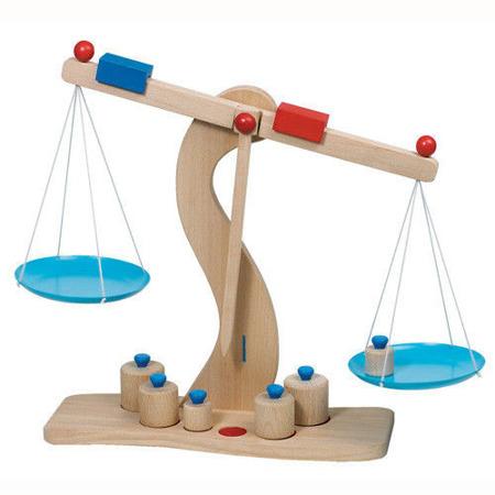 Drewniana waga szalkowa dla dzieci - waga do sklepu i nauki, GOKI