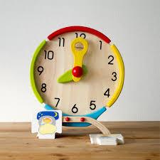 Drewniany zegar edukacyjny z kartami czynności - zegar dla dzieci do nauki godzin i pór dnia, Plan Toys
