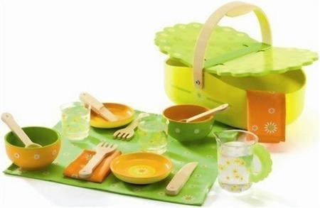 Drewniany zestaw piknikowy - koszyk piknikowy i akcesoria, my picnic firmy DJECO